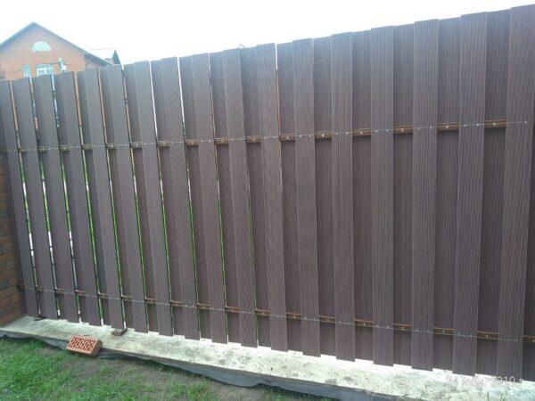 Вентилируемый вертикальный забор ДПК HILST(секция 2х2м)